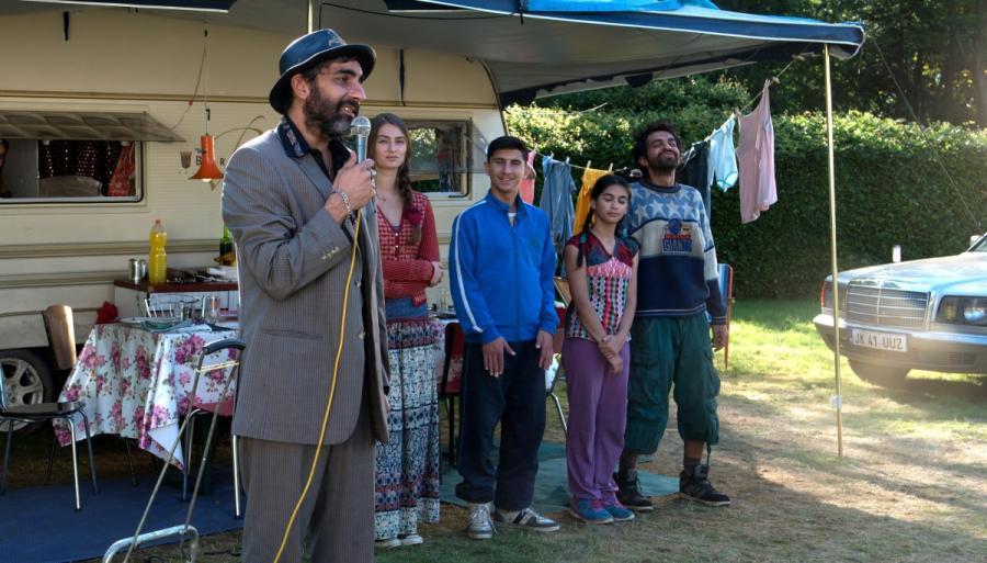 """Francuska komedia """"Czym chata bogata"""" w reżyserii Philippe de Chauverona od 14 lipca w kinach. W rolach głównych pojawią się Christian Clavier oraz Ary Abittan."""