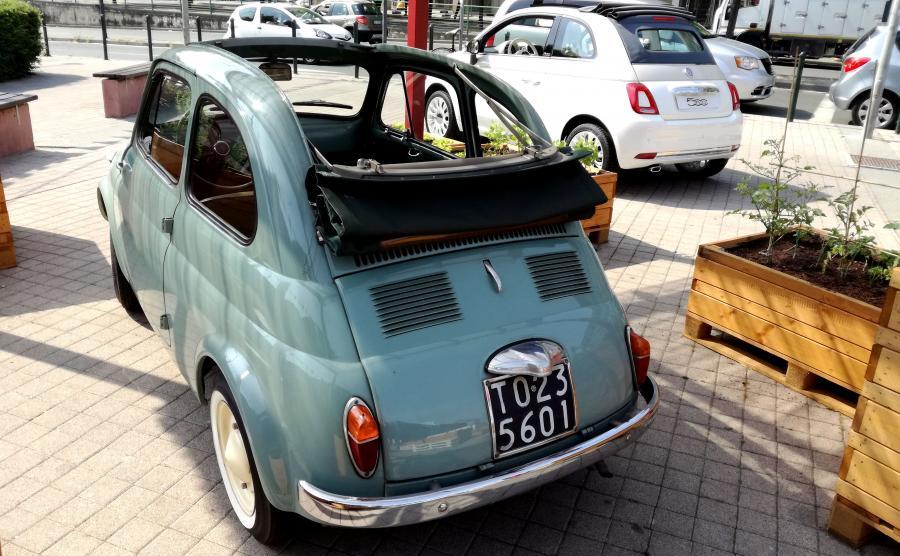 Oryginalny Fiat 500 i nowy 500C produkowany w Tychach