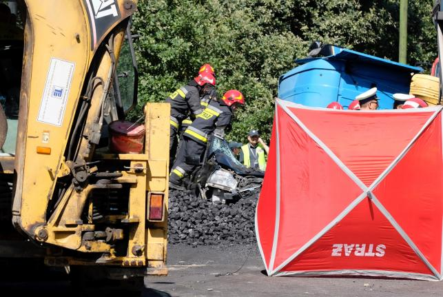 Akcja ratownicza na miejscu wypadku w Tychach