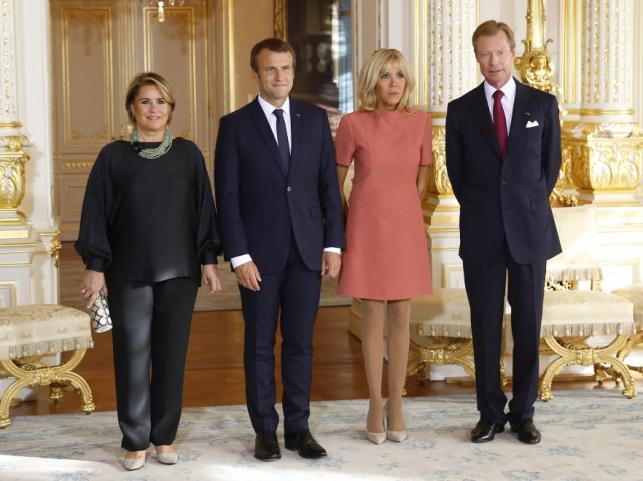 Księżna Maria Teresa, Emmanuel i Brigitte Macronowie oraz książę Henryk