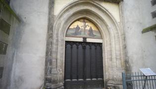Drzwi kościoła na których Marcin Luter miał przybić swoje tezy