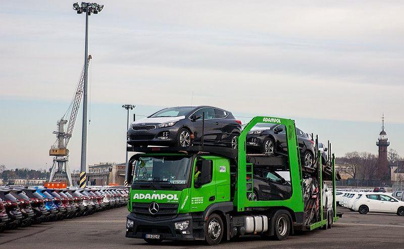 Do portu w Gdańsku dotarł pierwszy transport aut Kia ze Słowacji