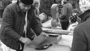 Szczecin 1970 rok: Sprzedaż karpi przed świętami Bożego Narodzenia