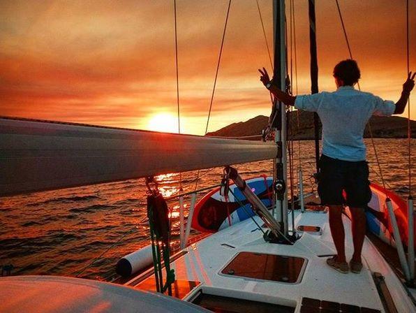 Adam Jakubczak na pokładzie jachtu / @jakubczakadam