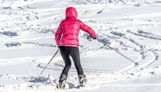 Kobieta na nartach