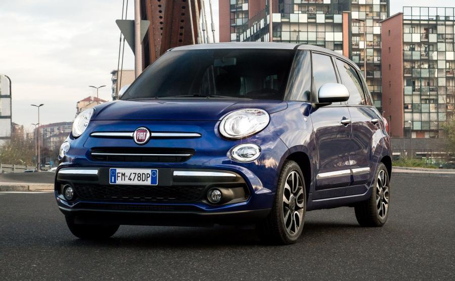 Fiat 500L przyciąga barwami Venecia Blue i Maestro Gray oraz 17-calowymi obręczami kół z metali lekkich