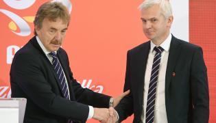 Prezes Polskiego Związku Piłki Nożnej Zbigniew Boniek (L) oraz nowy selekcjoner młodzieżowej reprezentacji Polski Jacek Magiera (P)