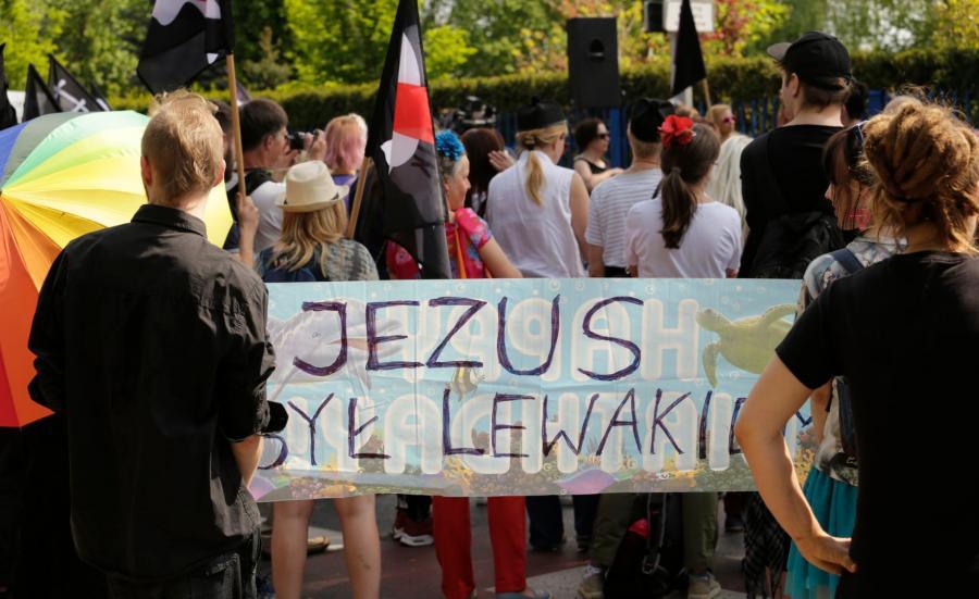 Demonstracja przed siedzibą Radia Maryja