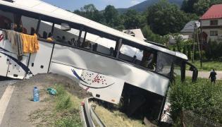 Autobus zderzył się z ciężarówką na zakopiance