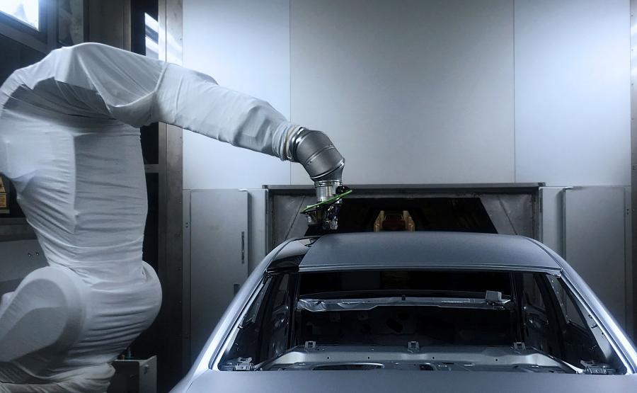 Nakładanie kontrastowych kolorów w jednym procesie. Audi testuje nową, bardziej precyzyjną metodę lakierowania nadwozi