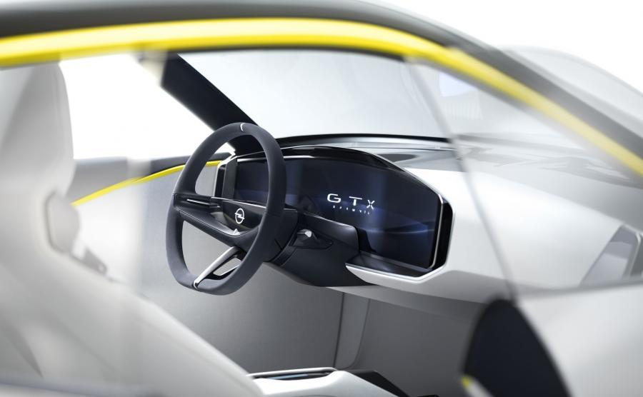 Diodowe logo Opla na środku kierownicy pozostaje nieruchome niezależnie od skrętu. Podobna sztuczka została zastosowana w przypadku kół