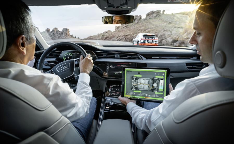 Prowadzący manetkami przy kierownicy może samodzielnie ustawić jeden z trzech stopni rekuperacji podczas \
