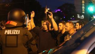 Policja blokuje skrajną prawicę w Chemnitz
