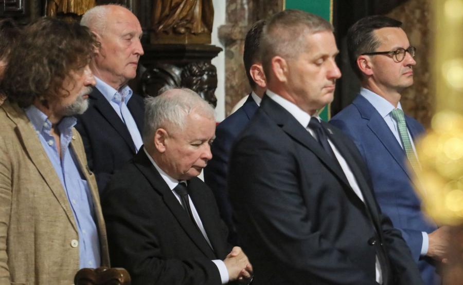 Jarosław Kaczyński i premier Mateusz Morawiecki na mszy