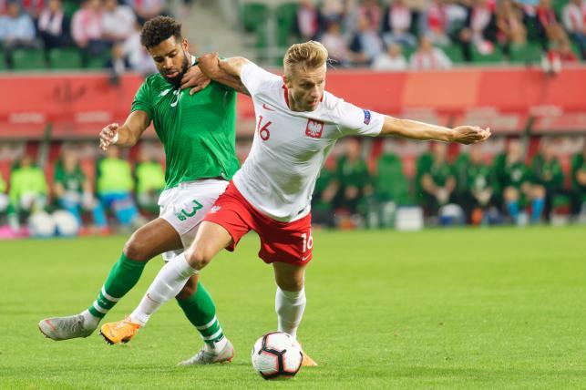 Piłkarz reprezentacji Polski Jakub Błaszczykowski (P) i Cyrus Christie (L) z Irlandii