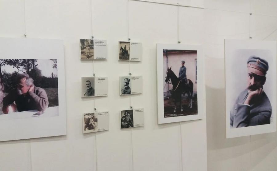 wystawa koloryzowanych zdjęć Marszałka