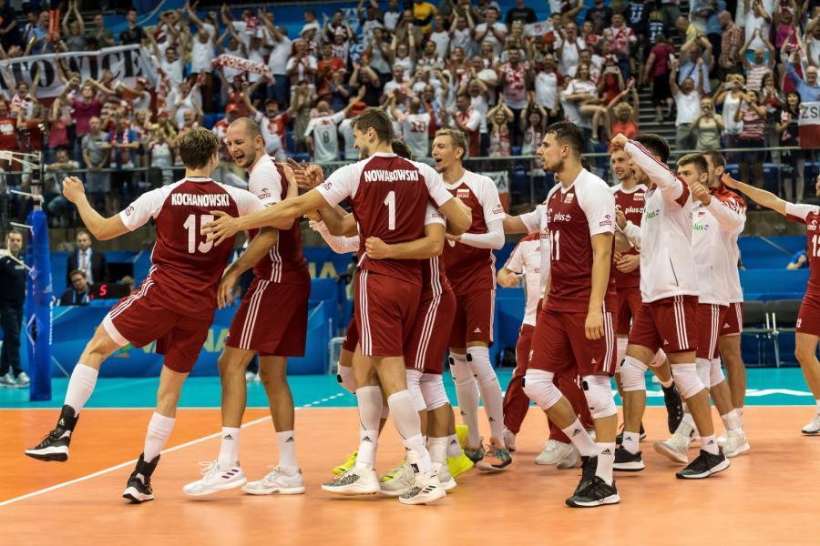 Radość Polaków po wygranym meczu z Iranem