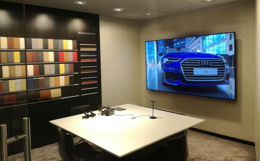 Warszawski salon Audi City to dwa piętra o łącznej powierzchni 520 m kw. Centralnym elementem salonu są dwa specjalne pomieszczenia, tzw. Customer Private Lounge, w których można skonfigurować dowolny model niemieckiej marki. Jest też otwarta przestrzeń Customer Lounge