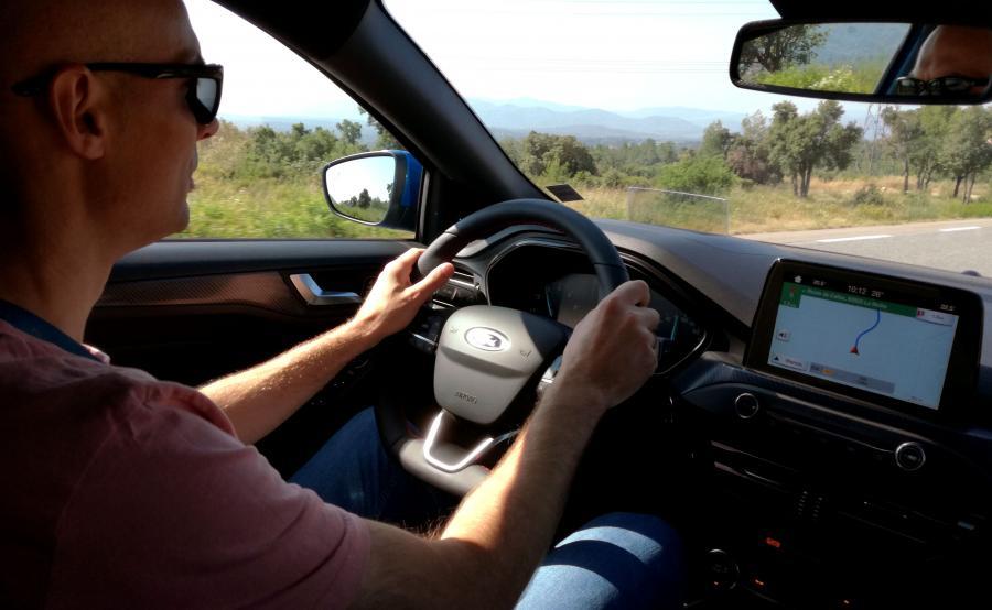 Ford Focus IV potrafi dawać dużo frajdy z jazdy, kiedy tylko uczciwie podejdziesz do zadania i zaczniesz wkładać serce w prowadzenie