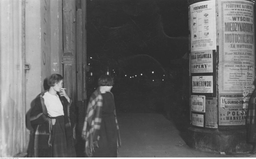 Dwie prostytutki na ul. Marszałkowskiej / 1925 rok