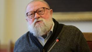 Językoznawca, prof. dr hab. Jerzy Bralczyk podczas spotkania podsumowującego plebiscyt Słowo Roku 2018
