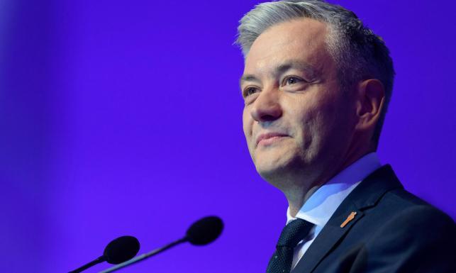 Biedroń chwali reportaż TVN24 i wzywa do odwołania Andruszkiewicza.