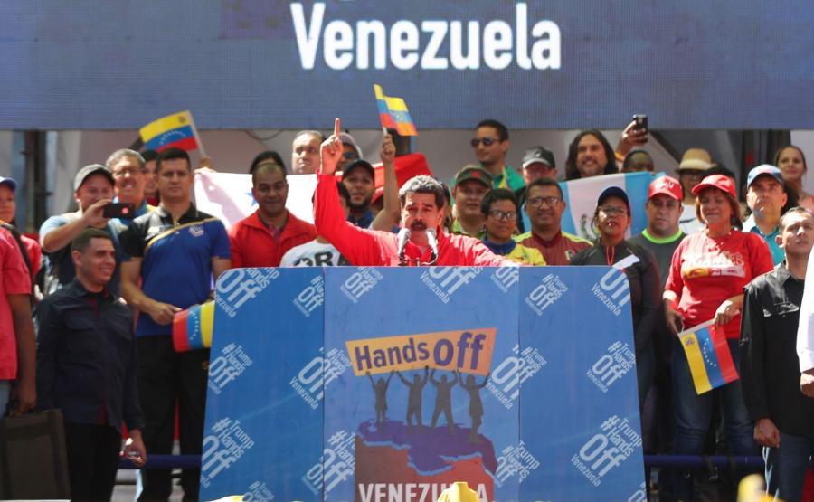 Nicolas Maduro przemawia do zwolenników