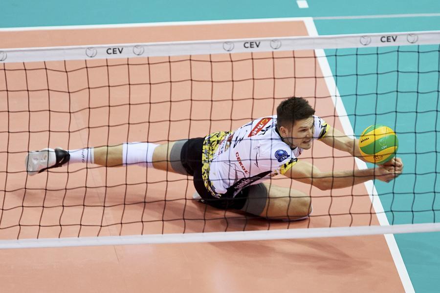 Siatkarz Trefla Gdańsk Ruben Schott podczas podczas pierwszego meczu ćwierćfinałowego Ligi Mistrzów z Zenitem Kazań