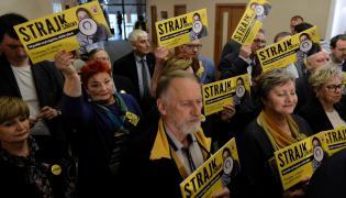 """Uczestnicy konferencji prasowej pt. """"Strajk"""" w siedzibie ZNP"""