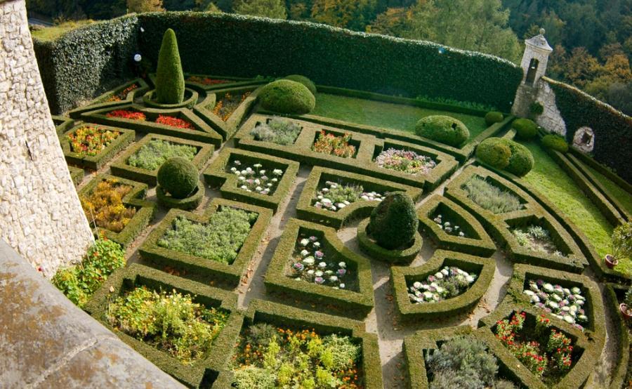 Ogród k. zamku w Pieskowej Skale