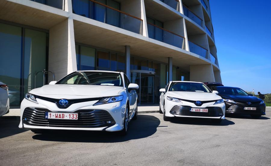 Benzynowy silnik wolnossący 2.5 rozwija moc 177 KM przy 5700 obr./min i maksymalny moment obrotowy 221 Nm przy 3600-5200 obr./min. Długi skok tłoka (103,5 mm) oraz wysoki stopień sprężania (14:1) zapewniają wyjątkowo wysoką wydajność cieplną (41 proc.) i niskie zużycie paliwa