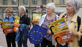 """Happening """"Los kobiet, głos kobiet"""" w Warszawie organizowany przez Akcję Demokracja, którego celem ma być zmobilizowanie wyborców i wyborczyń o progresywnych przekonaniach do głosowania w wyborach do PE"""