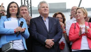 """Aleksander Kwaśniewski podczas marszu """"Polska w Europie"""""""