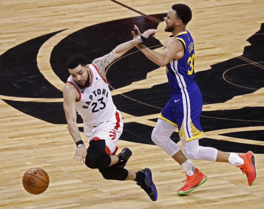 Fred VanVleet i Stephen Curry