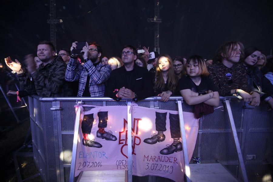fani na koncercie grupy Interpol na festiwalu Open'er 2019. 3 czerwca 2019 roku.