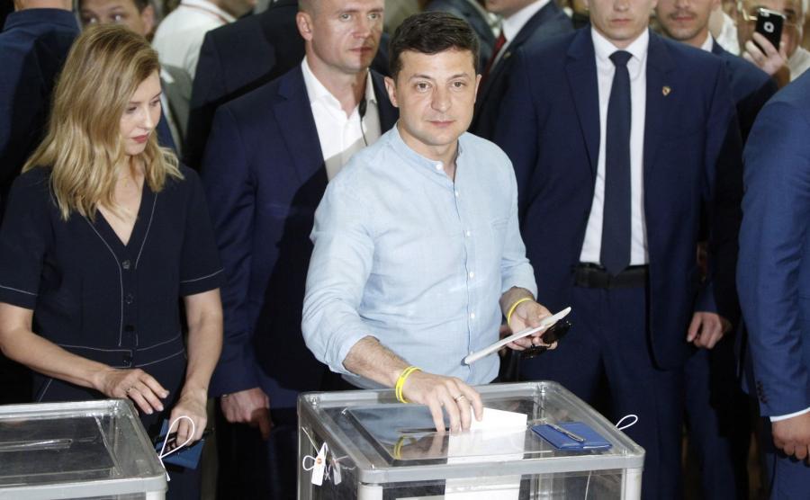 Wołodymyr Zełenski głosuje w wyborach