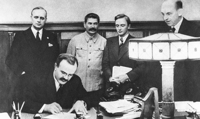 Niemieckie media: Moskwa chce rehabilitacji paktu Ribbentrop-Mołotow. Próbuje nawiązać do mitu starej wielkiej Rosji