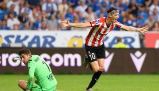 Piłkarz Cracovii Pelle van Amersfoort (P) cieszy się z gola podczas meczu Ekstraklasy z Lechem Poznań