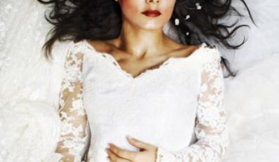 Wszystko ma być subtelne i bardzo glamour, a włosy - naturalne i świeże