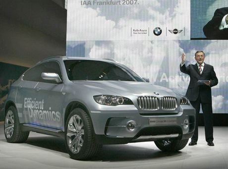 Norbert Reithofer, CEO of German carmaker BMW presents the company's new X6 ActiveHybrid concept car during the international car show IAA in Frankfurt September 11, 2007. The world's biggest car show will be open to the public from September 13 to 23. REUTERS/Alex Grimm (GERMANY)