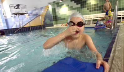 13.12.2006 Warszawa ul. Potocka basen dzieci ucza sie plywac fot. Katarzyna Mala