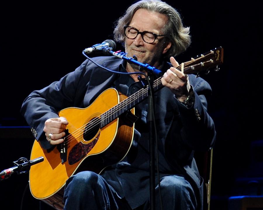 Eric Clapton oddaje swe instrumenty na aukcjęcharytatywną