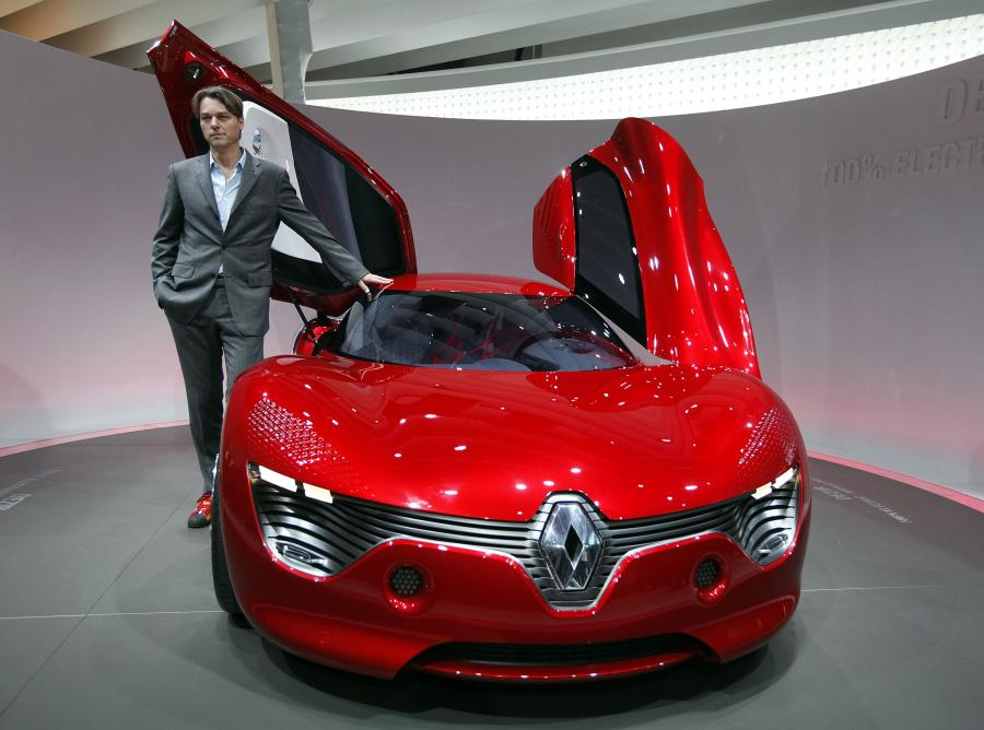 Szef designu Renault Laurens Van Den Acker i samochód koncepcyjny DeZir