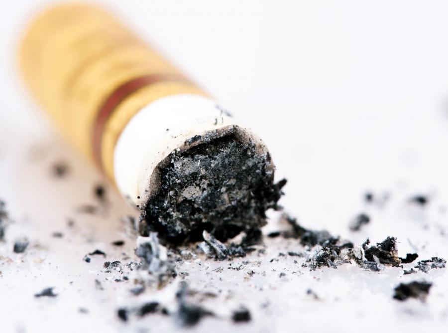 Pomysł zakazu sprzedaży papierosów osobom urodzonym po 2000 roku
