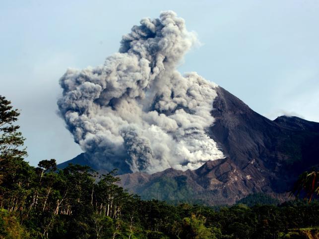 Wybuch indonezyjskiego wulkanu Merapi