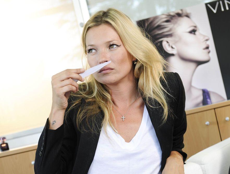Kate Moss sprawdza swój nowy zapach w fabryce Coty