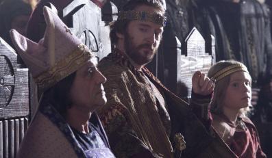 """""""Filary Ziemi"""" to zrobiona z rozmachem 40 milionów dolarów opowieść o średniowiecznej Anglii"""