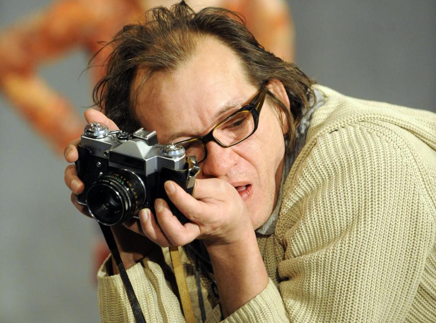 """""""Factory 2"""" - sztuka teatralna Krystiana Lupy inspirowana twórczością Andy'ego Warhola"""