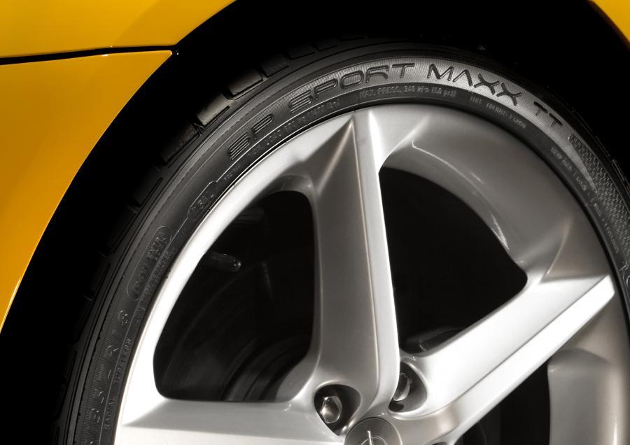 Firma Dunlop pochwaliła się w Genewie letnią oponą SP Sport Maxx TT