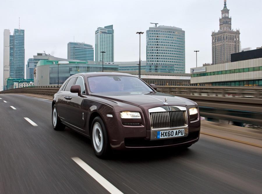 Z drogi! Rolls-Royce wjeżdża nad Wisłę